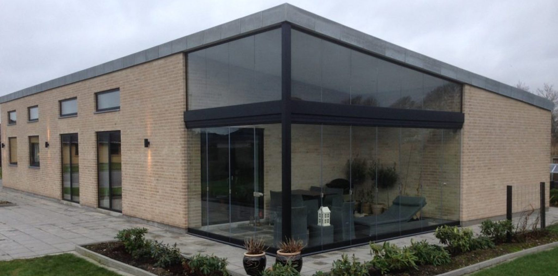 ejendom med overdækket terrasse