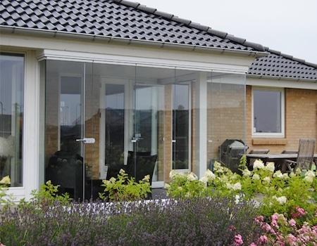 terrasse med glasinddækning