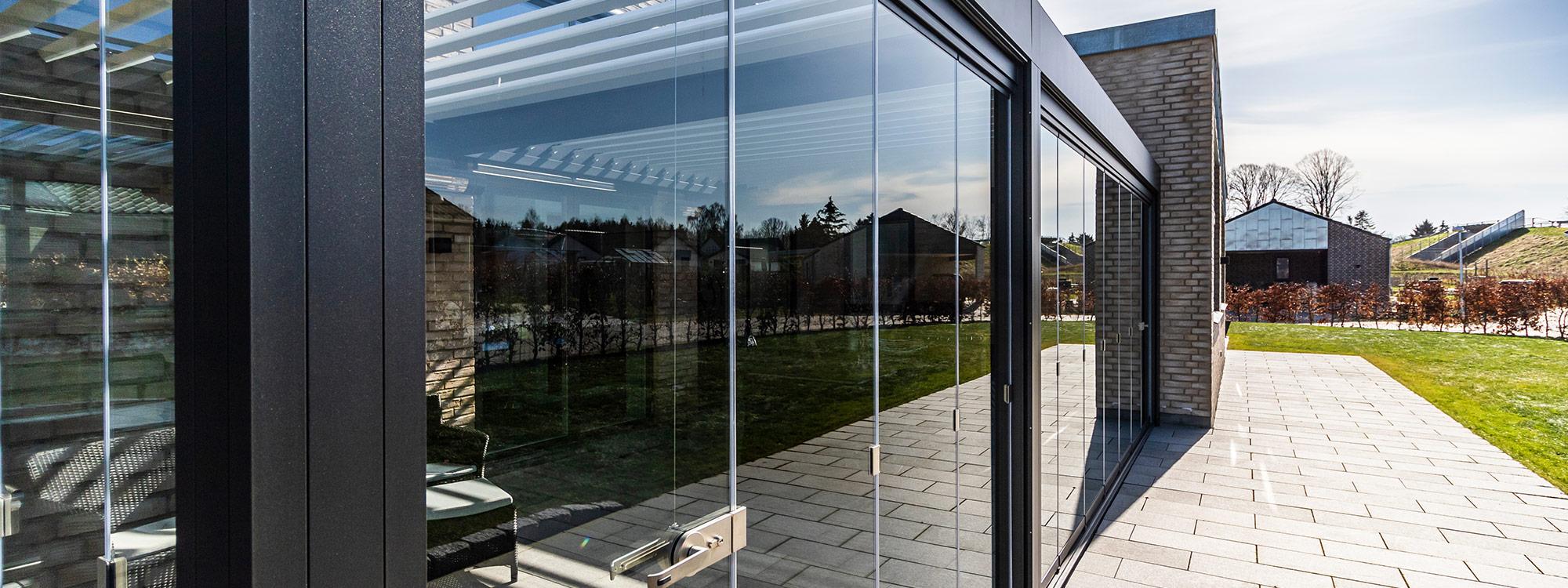 glasinddækninger og værn