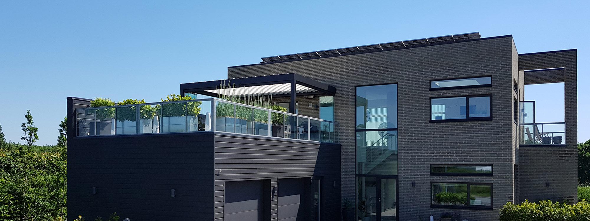 hus med terrasse